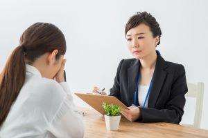 相談を受ける女性